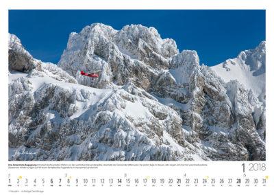Eine farbenfrohe Begegnung<br>mit einem befreundeten Piloten vor der westlichen Karwendelspitze, oberhalb der Gemeinde Mittenwald. Die ersten Tage im Neuen Jahr zeigen sich hier tief verschneit und klar. Zusammen mit der ruhigen Luft ist es ein fantastisches Flugerlebnis in imposanter Landschaft.