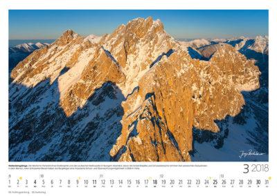 Wettersteingebirge<br>Die Westliche Partenkirchner und Leutascher Dreitorspitze in feurigem Abendrot, davor die Scharnitzspitze und Schüsselkarspitze mit ihren fast senkrechten Südwänden. In dem kleinen roten Schüsselkar-Biwak haben die Bergsteiger eine imposante Schutz- und Übernachtungsmöglichkeit in 2536m Höhe.