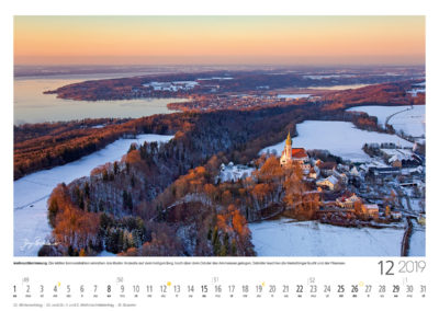 Weihnachtsstimmung<br>Die letzten Sonnenstrahlen erreichen das Kloster Andechs auf dem heiligen Berg, hoch über dem Ostufer des Ammersees gelegen. Dahinter leuchten  die Herrschinger Bucht und der Pilsensee.