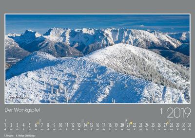 Der Wankgipfel,<br>die Sonnenterrasse von Garmisch-Partenkirchen vor den mächtigen Gipfeln des westlichen Karwendels.