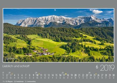 Lieblich und Schroff<br>Das idyllische Wamberg, das höchstgelegene Kirchendorf Deutschlands, liegt oberhalb von Garmisch-Partenkirchen vor den schroffen Kalkwänden des Wettersteins.